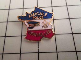 316a Pin's Pins / Rare & Belle Qualité !!! THEME : POLICE / POLICE AMICALE DE VERSAILLES C'est Bien D'être Amical - Police