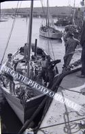NEGATIF PHOTO ORIGINAL 6x9 ROYAN En 1951 Bateau De Pêche Marin Pêcheur Port - Barcos