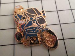 316a Pin's Pins / Rare & Belle Qualité !!! THEME : MOTOS / MOTARD DE LA GENDARMERIE MODELE METAL JAUNE Pour Les Gros Kép - Police