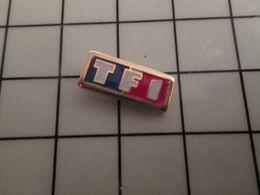 316a Pin's Pins / Rare & Belle Qualité !!! THEME : MEDIAS / Mini Pin's CHAINE TF1 Qui Vend Du Temps De Cerveau Disponibl - Mass Media