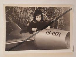 Photo Vintage. Original. Collage De Photos. Avion En Carton. Nouvel An 1993 Lettonie. - Objetos