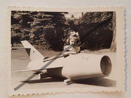 Photo Vintage. Original. Collage De Photos. Avion En Carton. L'URSS. Lettonie. - Objetos