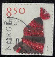 Norvège 2001 Oblitéré Used Handicraft Artisanat Textile Bonnet Tricoté Main En Laine Vêtements SU - Used Stamps