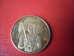 MEDAILLE JEANNE D'ARC ROUEN 1412 - 1431 - 30 Mm Pour 14 Grammes - JESUS MARIA EPEE LYS COURONNE - Adel