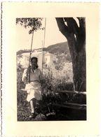 Photo Originale Jolie Pin-Up Sur Balançoire Sous Un Chêne Vers 1940/50 - Pin-up