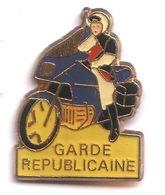 PP64 Pin's Police Moto Motard Garde Républicaine Gendarmerie Achat Immédiat - Police