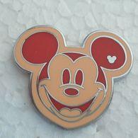 PINS DISNEY TETE  ROUGE / BLANC CRËME - Disney