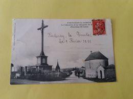 CPA -85- VENDEE - FONTENAY LE COMTE   LE CALVAIRE ET LA CHAPELLE  Paroisse St Jean - CARTE PEU COURANTE - Fontenay Le Comte