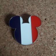 PINS DISNEY TETE MICKEY BLEU/BLANC/ROUGE  3X3 Cm - Disney