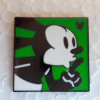 PINS DISNEY MICKEY CARRE/ CHUT !! - Disney