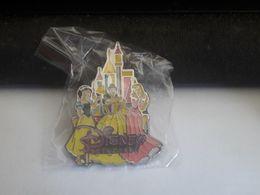 PINS DISNEY PRINCESSES / CHATEAU - Disney