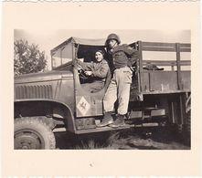 Photographie : Guerre -militaire - Militaria : Soldats Français En Pose : Camion G M C - Kaiserlauten - 1953 - Krieg, Militär