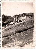 Photo Originale Couple De Pin-Up En Maillots De Bains Sexy Sur Rochers Vers 1930/40 - Pin-up