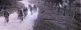 Photographie Privée Plaque De Verre Course Cycliste Vers 1900 - Cyclisme