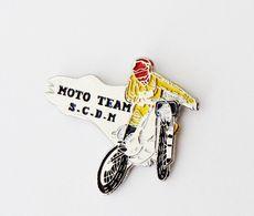 Pin's Carte De Bretagne MOTO TEAM SCDM - Bretagne R35 - Motos