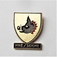 Pin's Blason Ville Piré Sur Seiche Sanglier - Bretagne R35 - Villes