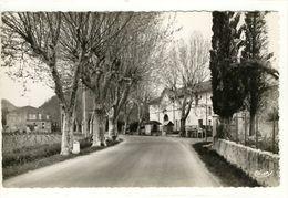 Carte Postale La Roquebrussanne - L'Entrée Du Village - La Roquebrussanne