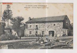 CPA-43-Haute Loire- ARAULES- Grande Place Et Lavoir Public-  ( ETAT ) - Frankreich