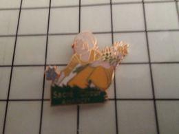 316a Pin's Pins / Rare & Belle Qualité !!! THEME : AUTRES / FILLETTE CUEILLANT DES FLEURS SACRE COEUR DE ???? - Pin's