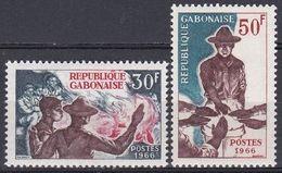 Gabun Gabon 1966 Organisationen Pfadfinder Scouts Jugend Youth Baden-Powell Lagerfeuer Bonfire Eid Oath, Mi. 255-6 ** - Gabon (1960-...)
