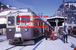 Reproduction D'une Photographie D'un Train à Crémaillère BOB En Gare à Lauterbrunnen En Suisse En 1970 - Reproductions