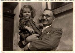 Photo Originale Un Père Et Sa Fille - Ropos Floh 1946 - Personnes Identifiées