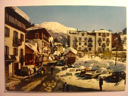 CPA 74 - ARGENTIERE - VALLEE DE CHAMONIX MONT BLANC - CENTRE VILLAGE ET UCPA Animation RENAULT 4L R8 DIANE HOTEL SAVOY - Hotels & Restaurants