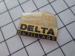 316b Pin's Pins / Rare & Belle Qualité !!! THEME : TRANSPORTS / CAMION ROUTIER DELTA OUTILLAGE - Transportes