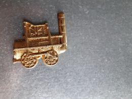 Fèves En Métal Doré, Locomotive à Vapeur - Santons/Fèves