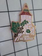 316b Pin's Pins / Rare & Belle Qualité !!! THEME : VINS / CHATEAU VIGNE RAISIN CAVE DU BLAYAIS - Boissons