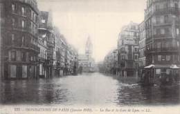 75 - PARIS 12 ème - INONDATIONS De JANVIER 1910 : La Rue Et La Gare De Lyon  - CPA - Seine - De Overstroming Van 1910