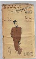 Tailleur En Gros Lainage La Jaquette Est Légèrement Tonneau Les Patrons Sélectionnés De La Mode Parisienne Année 1930 - Patrons