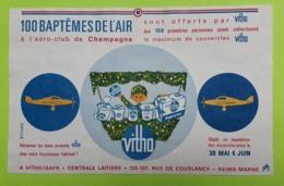 Buvard - VITHO Baptême De L'air Offert Couvercles - Etat D'usage Gondolé : Voir Photos-21x13.5 Environ-Année 1950 /93 - Milchprodukte
