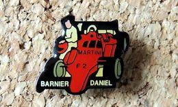 Pin's FORMULE 2 Voiture De Course AUTOMOBILES MARTINI Pilote DANIEL BARNIER Fabricant J2L Vernis époxy - F1