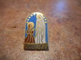 Lot 062 -- Pin's Lourdes - Villes