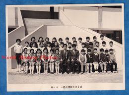 Photo Ancienne - JAPON - Beau Portrait D'école - Classe De Garçon & Classe De Fille - Mode Enfant Robe Instituteur Homme - Profesiones