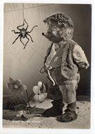 Fantaisie -- Animaux Habillés  ( Hérisson ).Mecki....jardinier....araignée,fleur.........carte Allemande ....à Saisir - Animales Vestidos