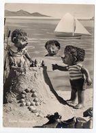 Fantaisie-Animaux Habillés( Hérisson ).Mecki..à La Plage...( Chateau De Sable,voilier)..carte Allemande ..à Saisir - Animales Vestidos