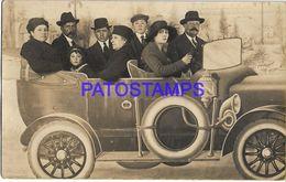 136722 REAL PHOTO FUN PARK FAMILY IN CAR CURTAIN TELON POSTAL POSTCARD - Fotografía