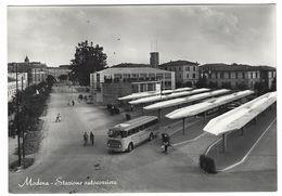 CLA209 - MODENA STAZIONE AUTOCORRIERE ANIMATA AUTOBUS 1950 CIRCA - Modena