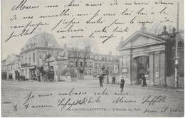 MAISONS-LAFFITTE - L'ENTREE DU PARC - CARTE PRECURSEUR AVEC BELLE ANIMATION - 1904 - Maisons-Laffitte