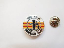 Beau Pin's En EGF , Armée Militaire ,  Viet Cong Hunting Club , Vietnam - Militaria