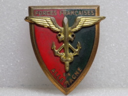 INSIGNE A DEFINIR                                  11 - Badges & Ribbons