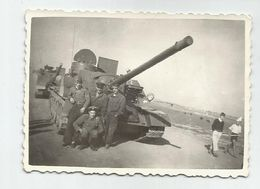 Soldiers In Front Of The Tank- Za399 -361 - Fotos
