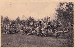 CPA - Ravels. Onze Lieve Vrouw Van De Kempen - Open-lucht-school Voor Zwakke Meisjes - Een Speelplein In Het Park - Ravels
