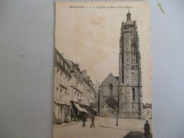 Bressuire L église Et Place Notre Dame ( Tel Quel ) - Bressuire