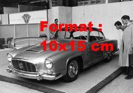 Reproduction D'une Photographie Ancienne D'une Automobile De Marque Gregoire 2 2 G.T Un Salon De L'automobile En 1956 - Reproducciones