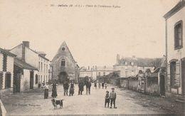 CPA:JALLAIS (49) PLACE DE L'ANCIENNE ÉGLISE ANIMÉE..ÉCRITE - Autres Communes