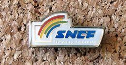 Pin's SNCF Train SERVICE SOCIAUX - époxy - Fabricant Inconnu - Transportes