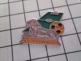415a Pin's Pins / Rare & Belle Qualité !!! THEME : SPORTS / CLUB FOOTBALL TERRAIN LION ALLONGE S.O CLARENSAC - Football